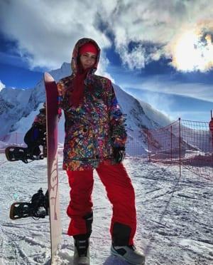 Lilya Novikova skiing