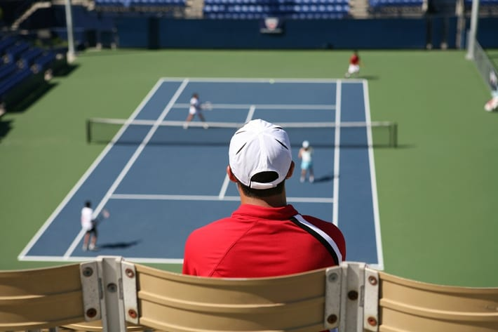 Man watching live tennis match