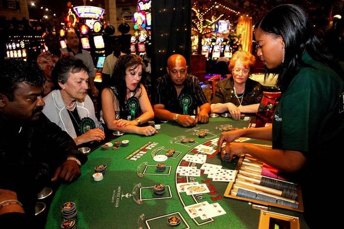 When to Double & Split in Blackjack | OnlineGamblingWebsites.com