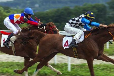 Jockeys racing